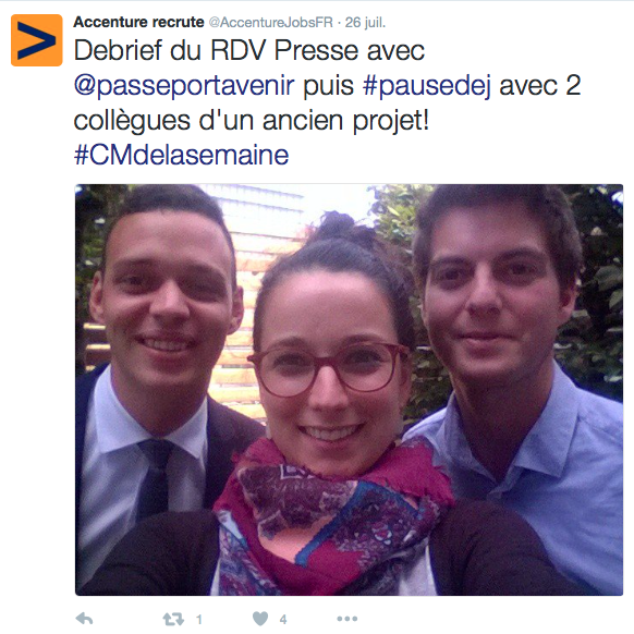 Anne-Sophie nous présente ses collègues avec un selfie