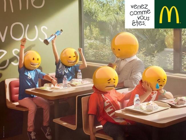 Cette scène présentée par McDonald's est plus vivante grâce aux emoji