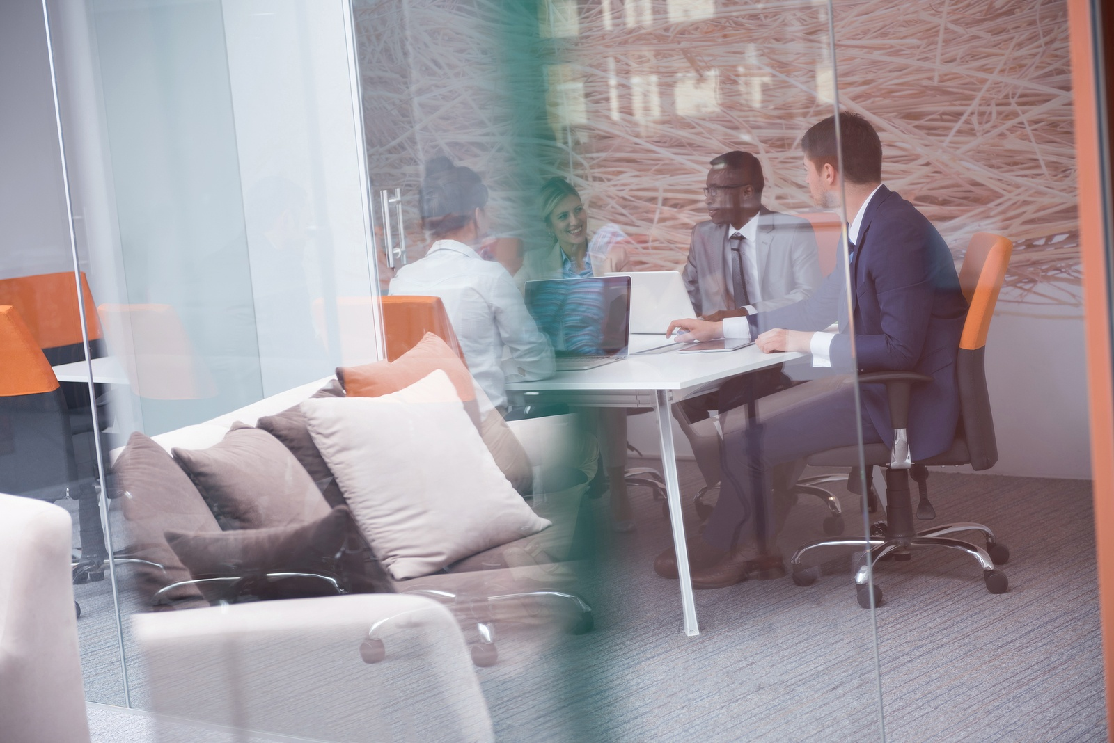 Une stratégie de contenu se travaille en harmonie avec les services Communication et Marketing